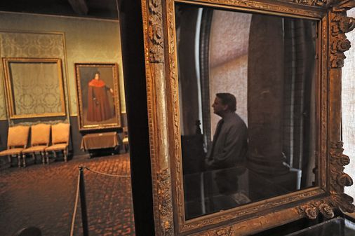Mystery of the paint chips haunts Gardner Museum 30 years after heist bostonglobe.com/2020/03/16/met…
