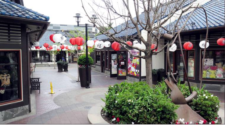 #Little_Tokyo in #Los_Angeles is an absolute #ghost_town as people #quarantine themselves due to the rapid spread of #Covid_19.  (Photo: Rafu Shimpo News)pic.twitter.com/2grEWcyo6i