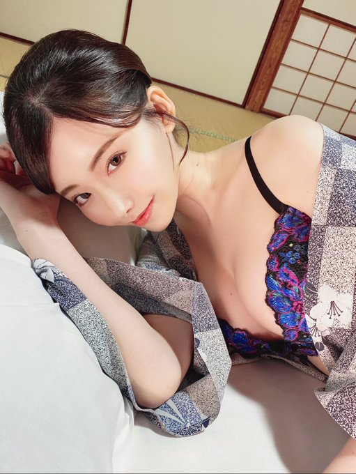 AV女優深田えいみのTwitter自撮りエロ画像10