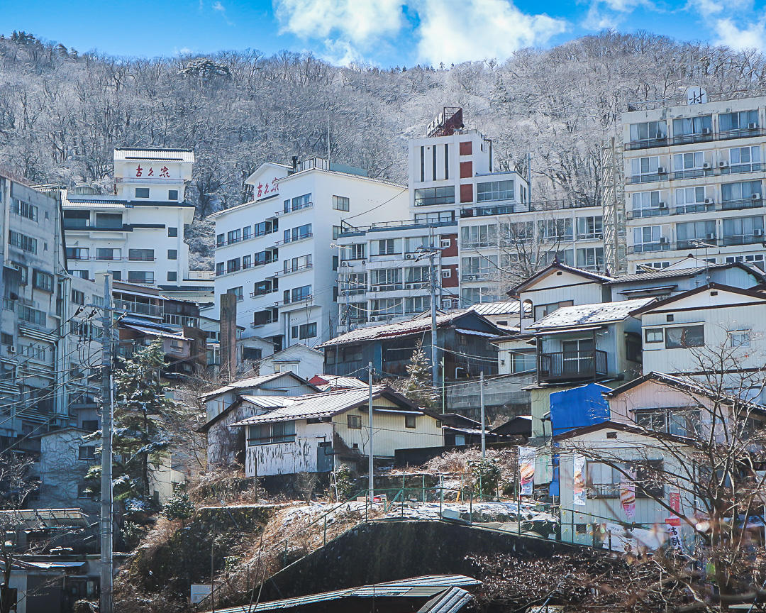It was nice to get a dusting of snow over the weekend at Ikaho Onsen, Gunma Pref.   #Japantravel #GunmaPrefecture #Japan https://t.co/3QnaO6f5ka
