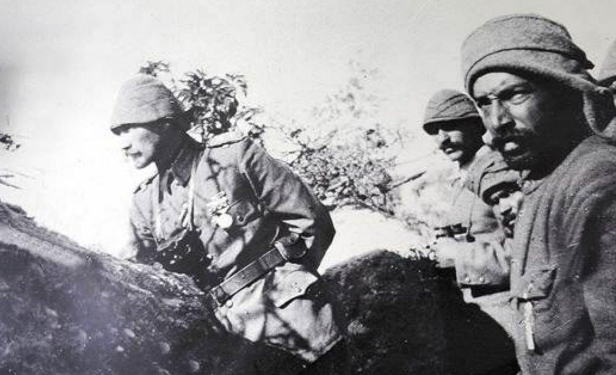 Çanakkale Zaferi'nin 105'inci yılında Ulu Önder Mustafa Kemal Atatürk ve silah arkadaşlarını saygı, minnet ve özlemle anıyoruz. https://t.co/rDhj884dEZ