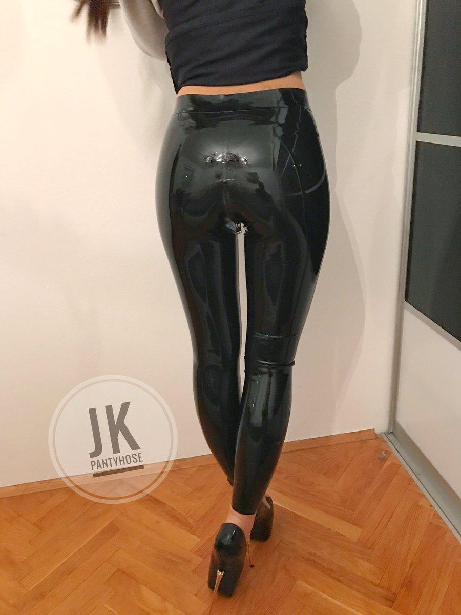 Dont touch! #leggings #leatherleggings #shinyleggings #latex #latexleggings #blackleggings #legings #leatherpants #shinypants #leatherfetishleggingsfetish#longlegs#legs#legsfordays#pantyhose#love#pantyhosefetish#latexpants#latexporn#leatherporn#blackmilkclothing#blackmilk pic.twitter.com/CW5mD24q8i