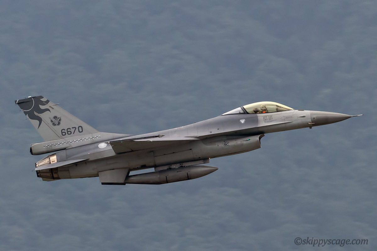 Republic of China Air Force (Taiwan) F-16A, 6670, departing Hualien Air Base, Taiwan RCYU #avgeek #republicofchinaairforce #taiwanairforce #f16 #f16fightingfalcon #f16a #rcyu #hualianairportpic.twitter.com/3Rb9tD2fW7