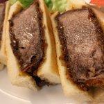 肉汁が口の中で溢れてくる!?牛タン専門店の「牛たんカツサンド」!