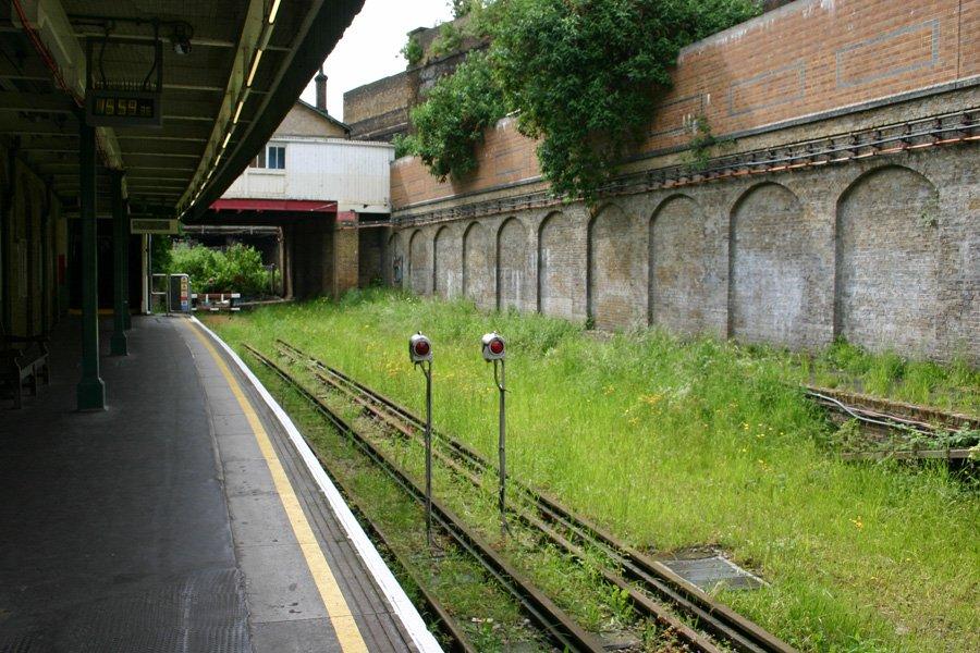ET CWZEXYAARnqs - The East London Line: Ten years on...