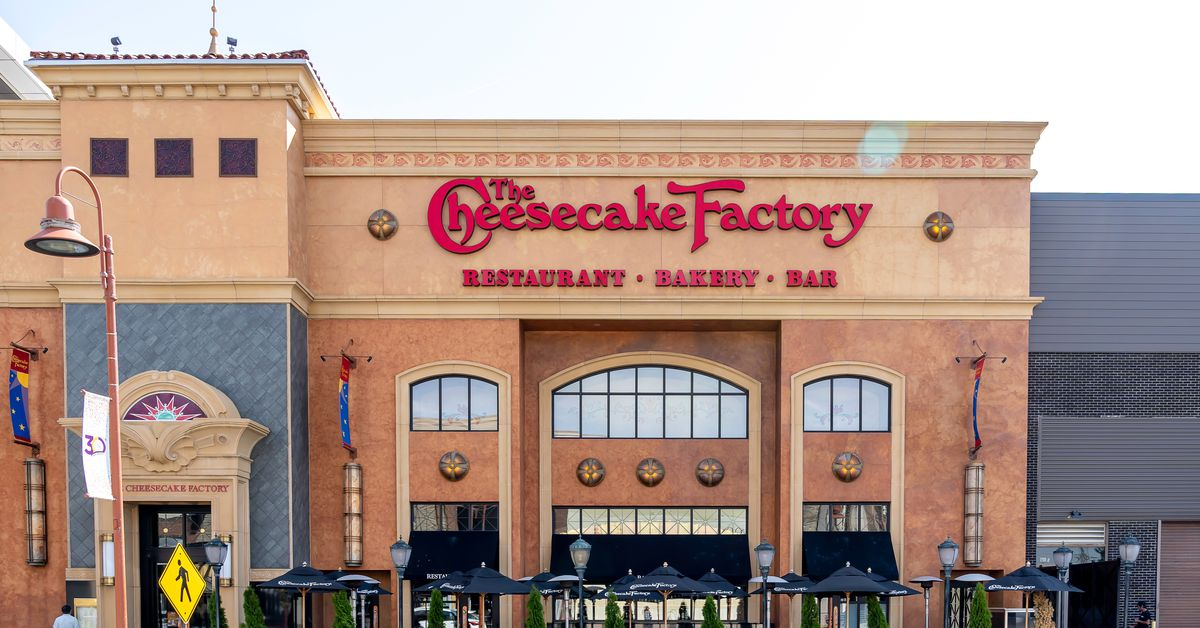 The Cheesecake Factory tells landlords it will not be paying rents on April 1  https:// trib.al/vSgSdam     <br>http://pic.twitter.com/XlAevQxwWm