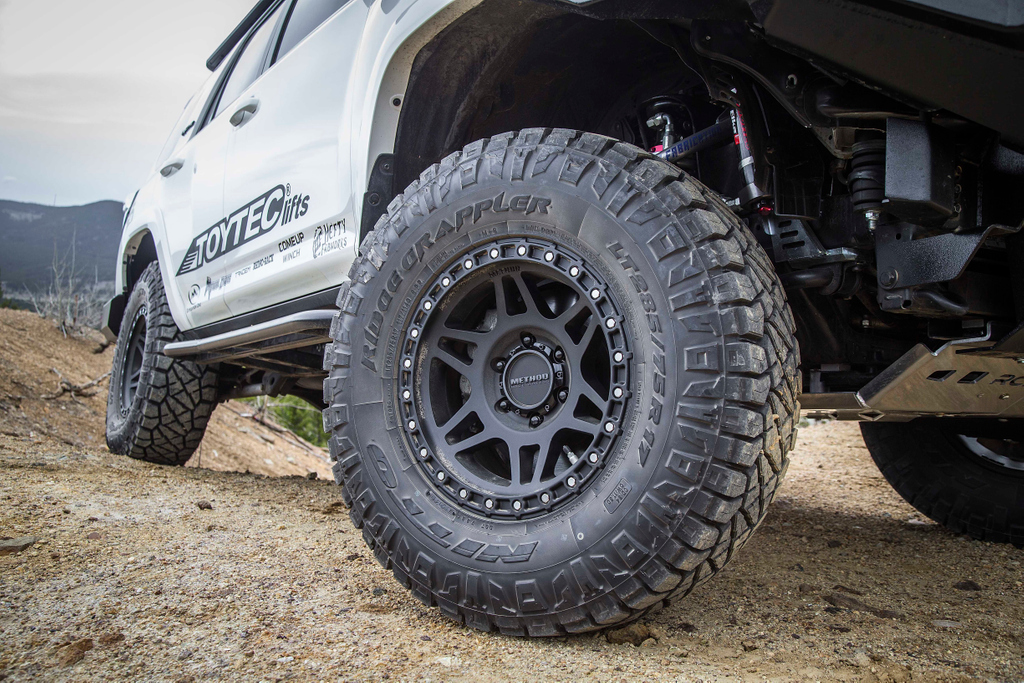 It's #wheelwellwednesday! Take a look at this setup on our white 5th Gen 4Runner!  • @ElkaSuspension system • @TotalChaosFab upper control arms • @methodracewheel 312s • @NittoTire Ridge Grapplers • RCI Offroad skid platespic.twitter.com/vJ3y6rrbdW