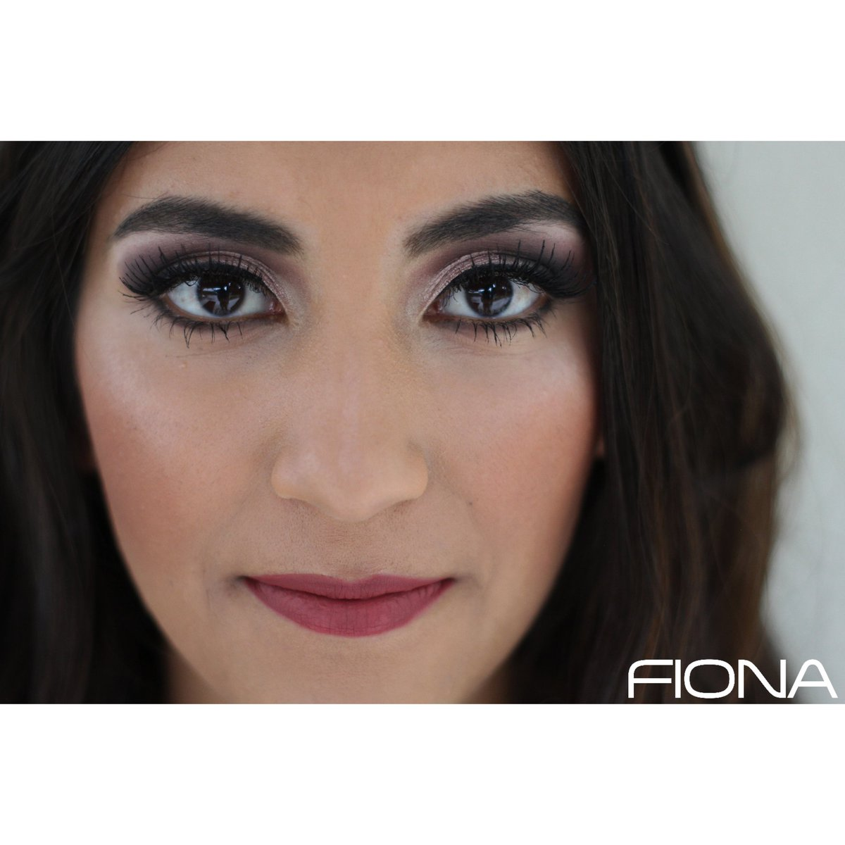Looking forward to the moment when we can be together and give you and Amazing Make-up.   Make-up by: @isalarcon3  - - - #concanasperoencasa #salonfiona #salondebelleza #makeup #makeupartist #skincare #beauty #60años #aniversario #maquillista #maquillaje #smokeyeyes #cutcreasepic.twitter.com/L7dU3X2ses