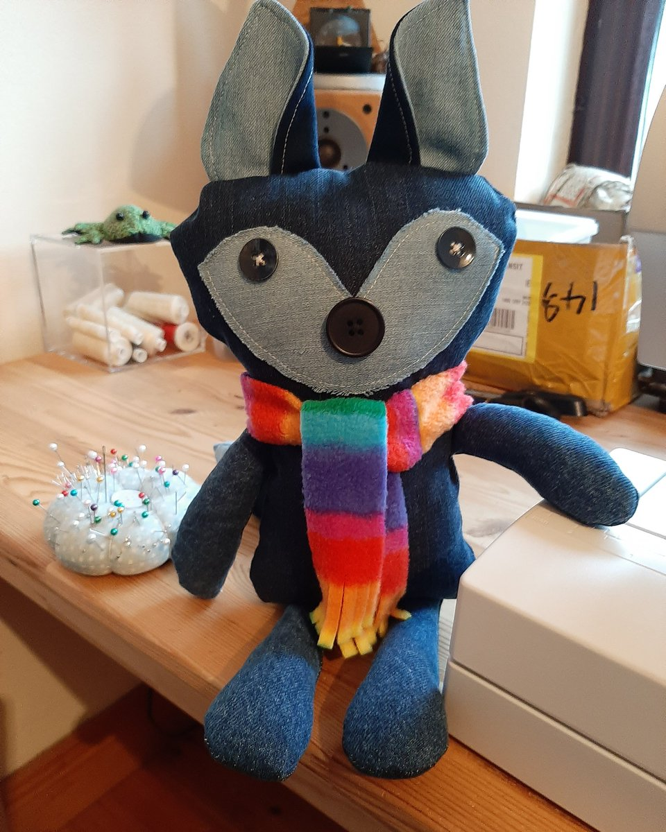 #denimfox now has a name! Thanks to Anne Harrington Rees, textile designer of high repute, she is now known as Saoirse, a great name for a fox created during a shutdown #getcrafty #getsewing #somethingdifferent #sewingforbeginners #timeonyourhands #creativity #sewingmachine <br>http://pic.twitter.com/y8XhyvRmlo