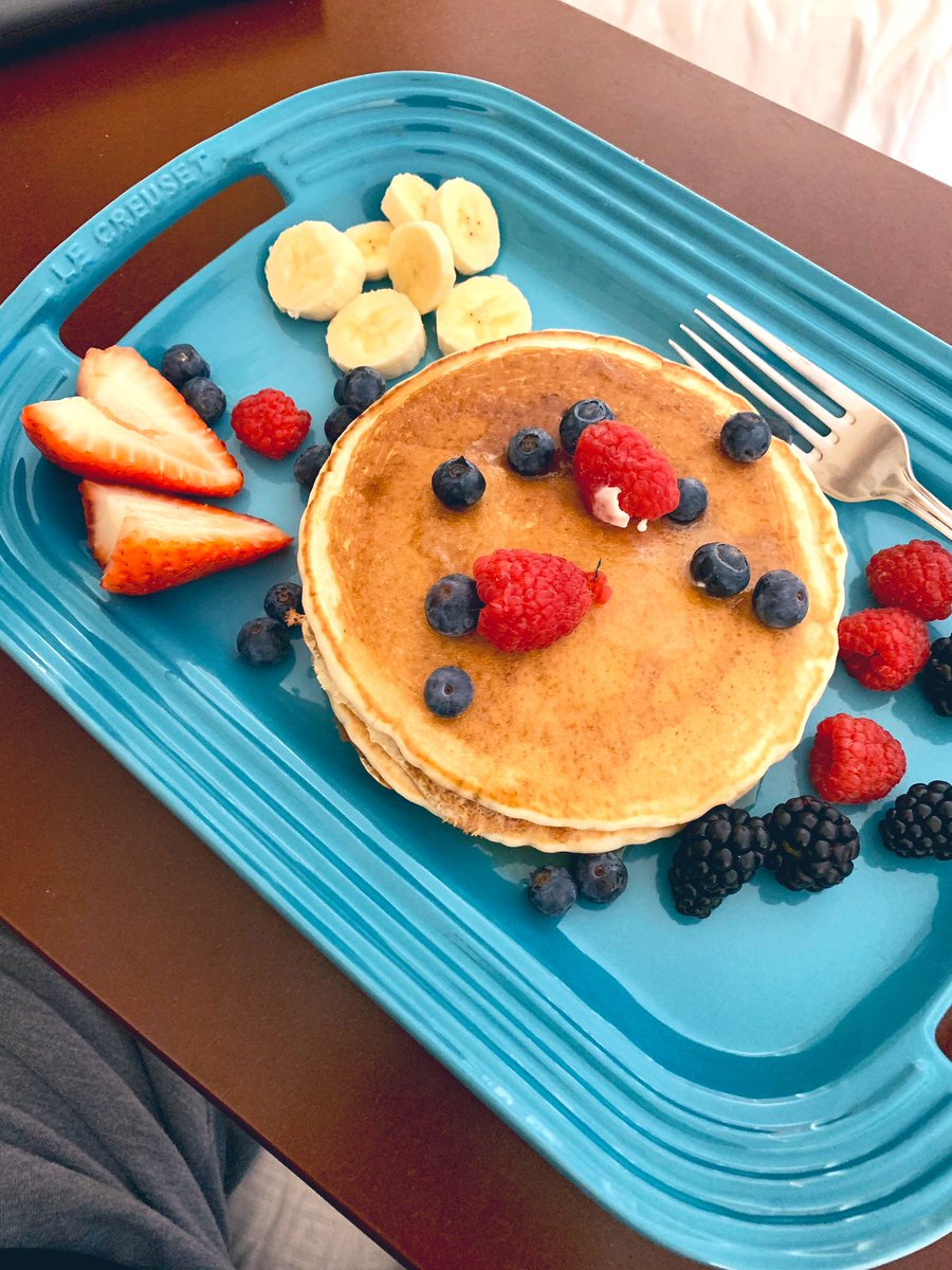 Breakfast in bed since we shouldn't go out! #HappyBirthdayToMe #Pancakes #LeCreuset      pic.twitter.com/DSjVmh4iKI
