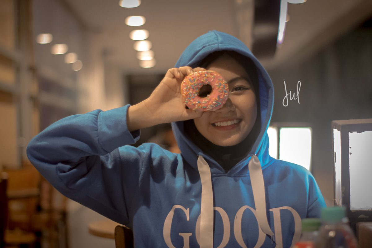 Want some Donut?  #art #photography #photoediting #hobifoto #hijabphotography #hobby  #eynesia #womenmagz #womanlook #womensfashion #womenstyle #womanportrait #portraitpage #womeninlens #womenact #womenactivity #ladiesmagz #wicidaphotographypic.twitter.com/xZ14LeXo5E