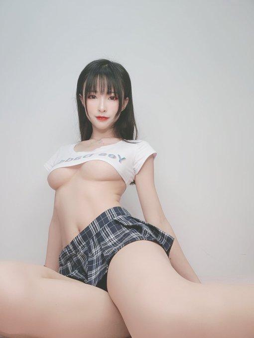 コスプレイヤー清水由乃のTwitter自撮りエロ画像4