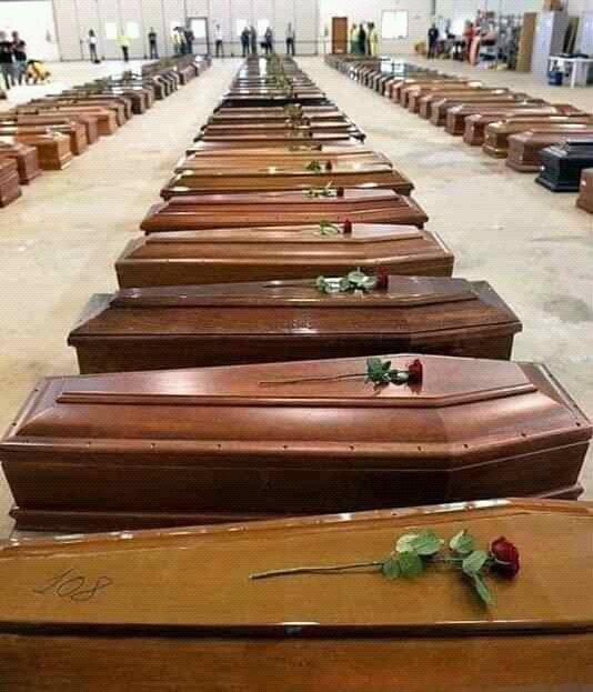 Море гробов и никаких достойных похорон. Итальянскому Бергамо не удается похоронить всех мертвых, армия пришла на помощь