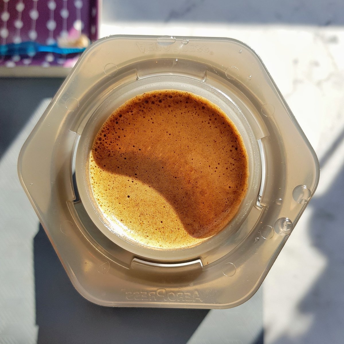 Switched back to the Aeropress this morning with the sun 🌞. In these current times, don't forget to get out for a walk, it's very important. ☕👍