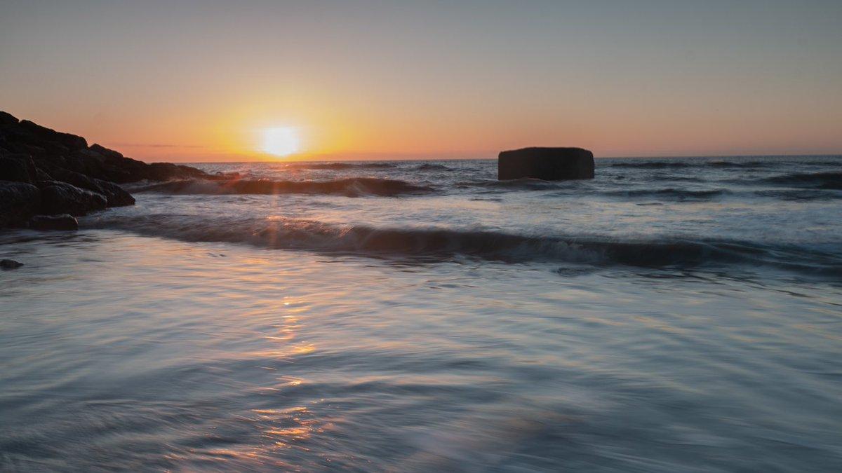 Aglow  Bawdsey, Suffolk  #suffolk #bawdsey #seascape #bright #fs_longexpo #longexposureoftheday #ic_longexpo #longexposurephotography #dream_image #longexpohunter #amazing_longexpo #ig_shotz_le #bbceast #liveforthestory #photooftheday #shotofthedaypic.twitter.com/xv2CS1ui0k