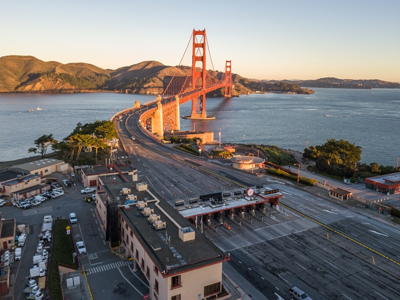 UPDATE: GGB lane configuration will be 3NB / 3SB as much as possible during COVID-19 (thru April 7). Exceptions include overnight construction (M-F, 9PM-5AM), accidents & incidents, increased traffic, etc. We'll also make adjustments as necessary. https://t.co/a98I3jY64X or 511 https://t.co/dopjetd0vJ