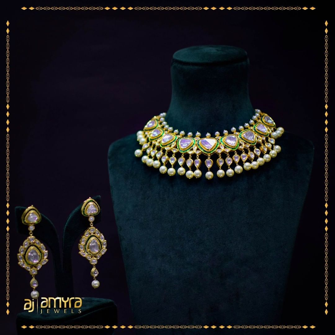 Jewellery that is deep-rooted in tradition.⠀  #AmyraJewels #AmyraJewellery #bangle #bangledesign #jewellery #mangalsutracollection #mangalsutras #oxidisedjewellery #designermangalsutra #templejewellery #mangalsutraquality #germansilverjewellery #gold #fashion #goldjewellerypic.twitter.com/i0kvxpbDu1
