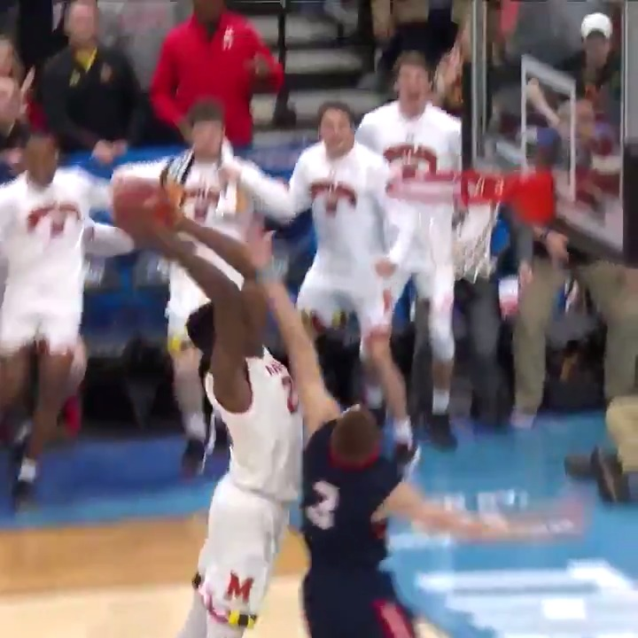 Jalen Smith's poster had the @terrapinhoops bench going WILD 😦 https://t.co/qtbA5fLIkd