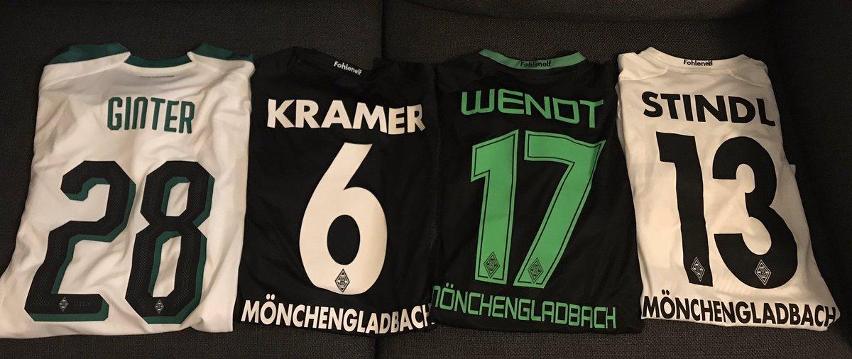 移籍せずまだ全員所属しているという選球眼の鋭さ。  ヴェントの黒ユニはCLパッチが付いていてとても好きな1枚。 #kitsoutchallenge #DieFohlen #BMG #Postbank  #dieseelebrennt #dieelfvomniederrheinpic.twitter.com/vSAgL3mRD9