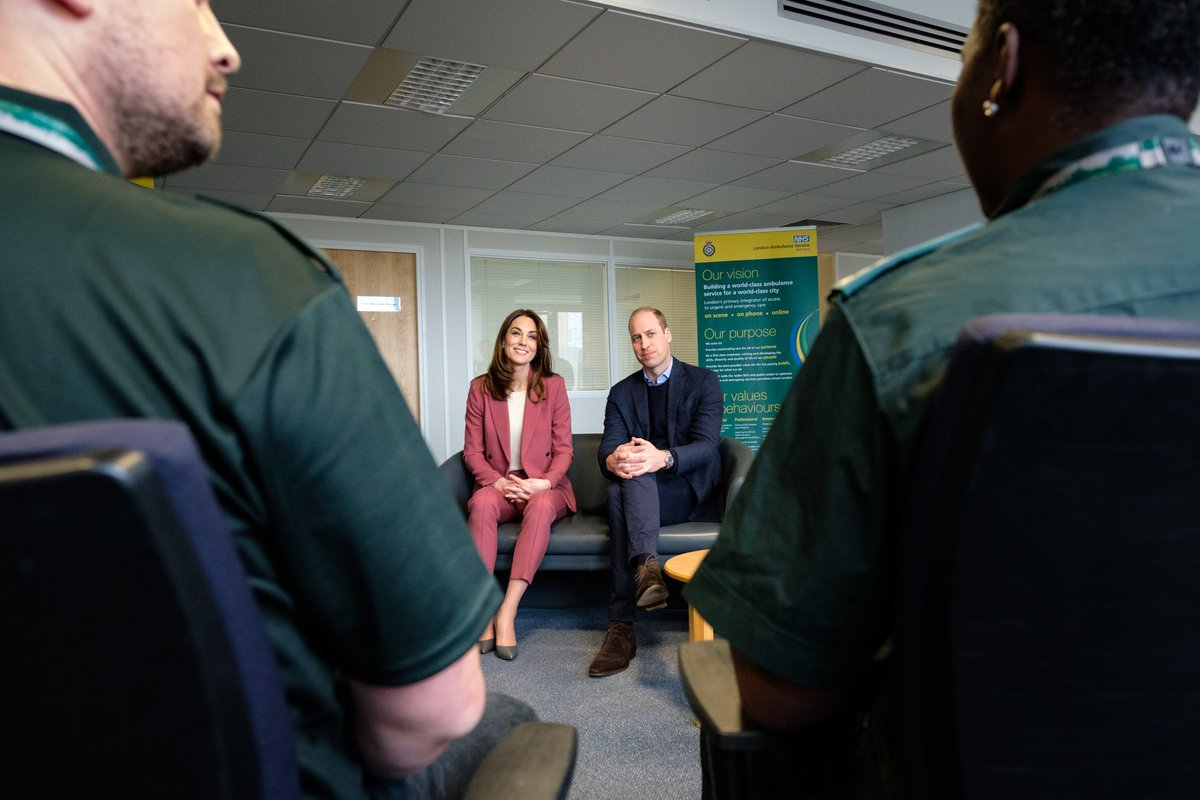 The Duke and Duchess of Cambridge visited the London Ambulance Centre in Croydon to meet staff who have been taking NHS 111 calls from the public, and thank them for the vital work they are doing. Read more 👇 royal.uk/duke-and-duche…