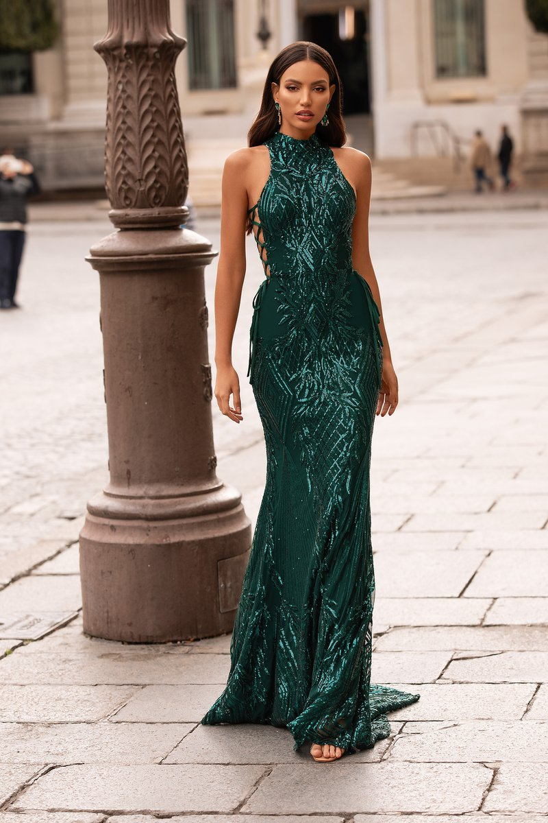 Look like a celebrity in the Belinda Sequin Gown.  Shop here: https://bit.ly/3a5PtMv  Customise this gown in more colours - email info@anofficial.com   #anluxe #promgown #prom #gowns #dress #formaldress pic.twitter.com/PUaznWq9mp