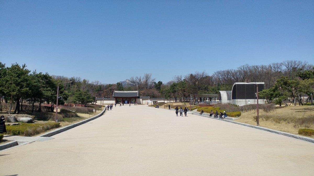 오늘은 춘분 산책중 - 종묘에서 #춘분 #산책중 #종묘 #종로 #旅行の #trip #koreatrip #travel #train #koreatravel #일본여행 #seoul_metro #중국여행 #japan_trip #china_trip #한국여행 #finedaypic.twitter.com/B2Pafroz2D