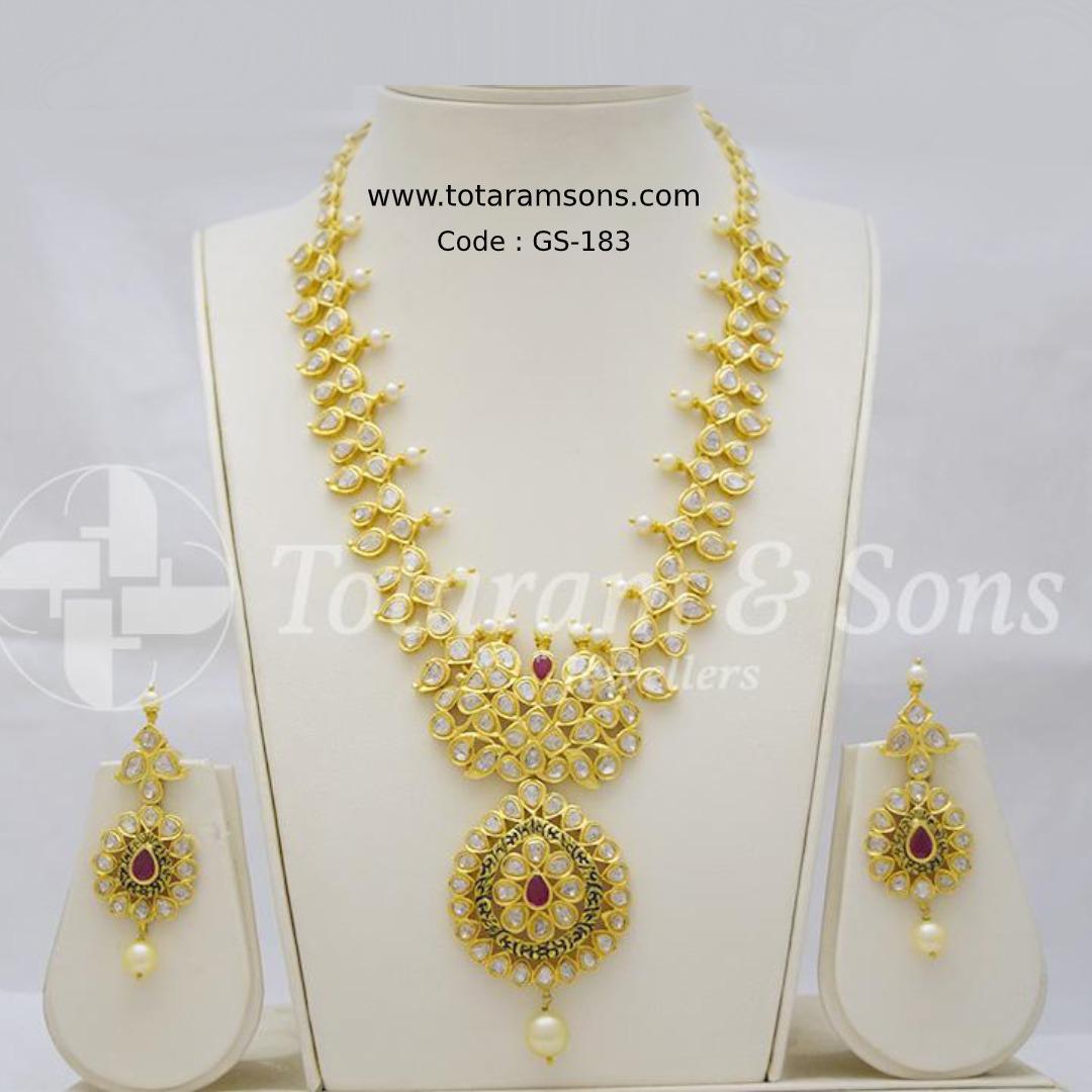 The perfect addition to your show-stopper look! Grab this Beautiful Polki Set with elegant hand workmanship. Code : GS-183, Buy Now @ https://bit.ly/39BIpai  #GoldJewellery #DiamondJewellery #PolkiJewellery #Hyderabadjewellery #Jewelry #southindianjewellery #czjewelrypic.twitter.com/CXtkFijw7Y