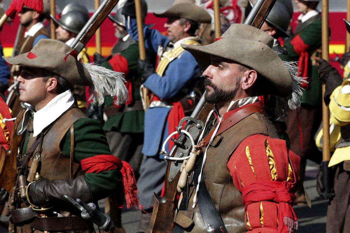 """¡Buen día amigos! ¿Cómo marcha el sitio? ¡Llegamos con refuerzos para combatir el hastío! Seguimos adelante con #YoMeQuedoEnCasaTercios. Hoy os traemos el relato """"Las águilas de Flandes"""", por Pedro Pablo Pérez. #31EneroTercios ¡Por nuestra historia! https://t.co/4uMuxCdZky https://t.co/vumgONCH2o"""