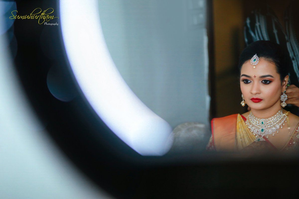 The true beauty of a bride lies in the eyes of the groom Contact us for photo-shoot: +91 9000811045 #southindiawedding #bride #pellikuthuru #Weddingsutra #shaadimagic #indianwedding #wedding #weddingmakeup #southindianbridalfashion #southasianbride #thegorgeousbridepic.twitter.com/gZHf8QalM3