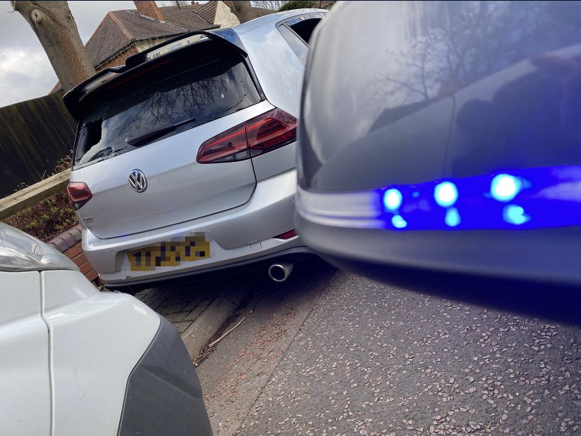Thanks again to an anonymous member of #StolenCarsMidlands for spotting this #Stolen VW Golf. It is now off for forensics and the owner is aware. #ThankYouWhoeverYouAre pic.twitter.com/zCZdJ8hDUN