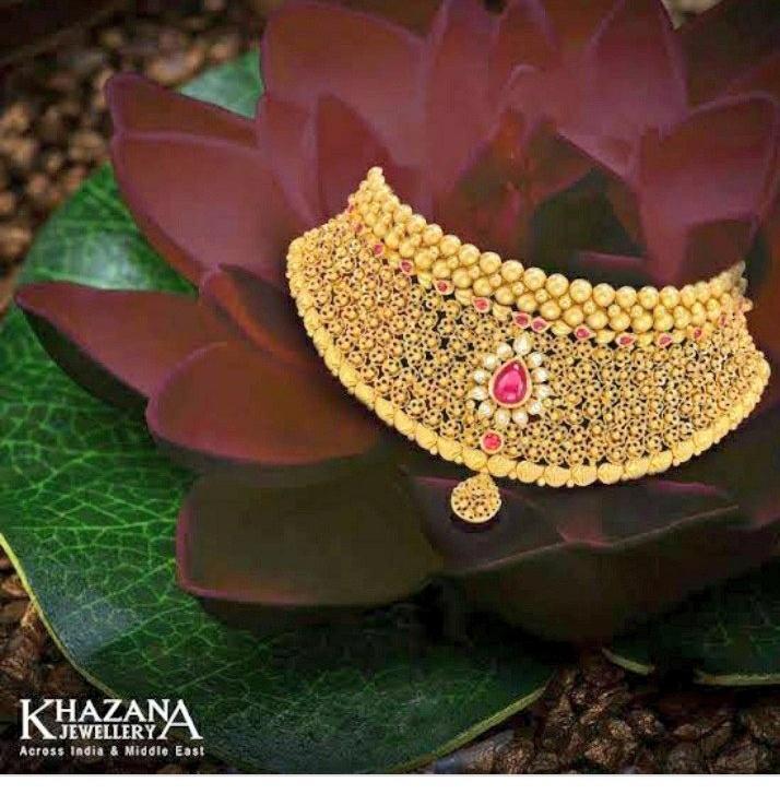 I tag @Anindita051997 this necklace and she looks beautiful in it.  #Khazanajewellers#Offer#JewelleryOffer#Contest #ContestAlert #Jewellerycontest #WinGiftVoucher#Diamond#Jewellery#Jewelry#Gold#Diamond#SouthIndianJewellery @KhazanaOfficialpic.twitter.com/zpkzgm65wD