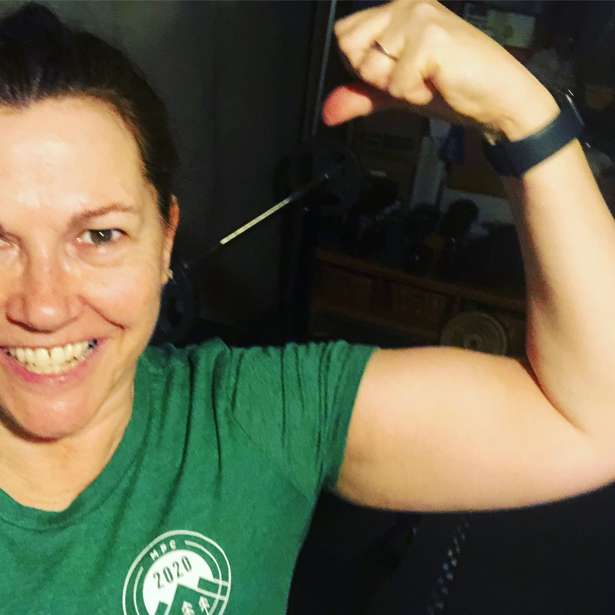 Wearing my @mypeakchallenge 2020 shirt finally! Nice green to celebrate the first full day of spring. Been a bit busy lately ya know . Great week of workouts and running. Keeping me somewhat sane. #CoronaVirus #FlexFriday #HalfMarathonTraining <br>http://pic.twitter.com/1iTqcEmq5F
