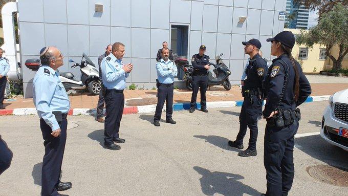 """מ""""מ המפכ״ל, ניצב מוטי כהן, סייר הבוקר בתחנות המשטרה במרכז הארץ."""