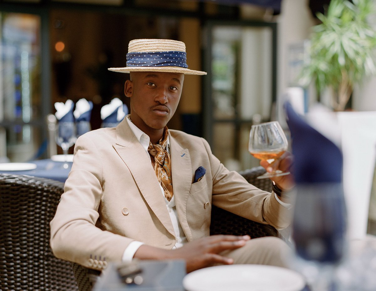 Menswear is broad, a normal tie too does work but an ascot tie always gives that understatement perfect simplicity look. #shoot #summer #cognac #dandy #dandysm #afrodandysm #hatgame #stylist #markham #dapper #elegent #style #menslaw pic.twitter.com/j1ILIh6jaP