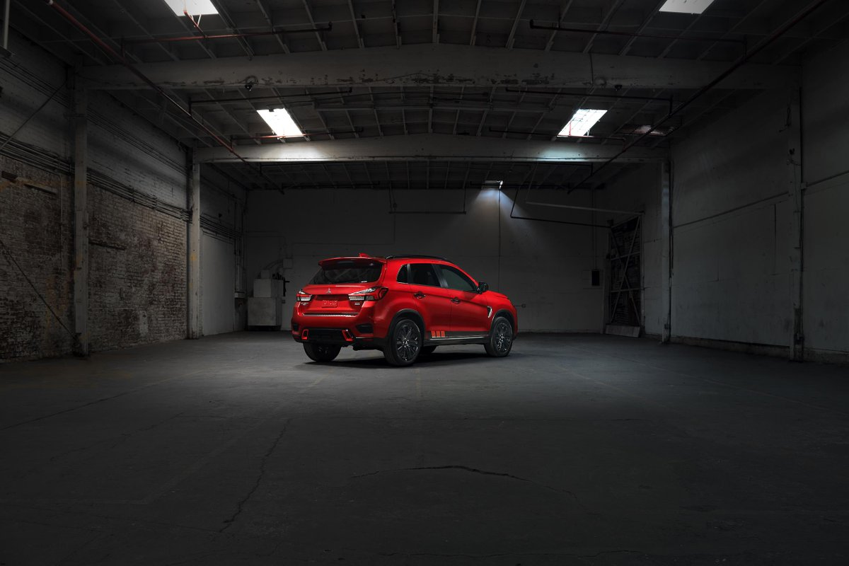 Glow up. Red accent body graphics. #OutlanderSportBlackEdition.