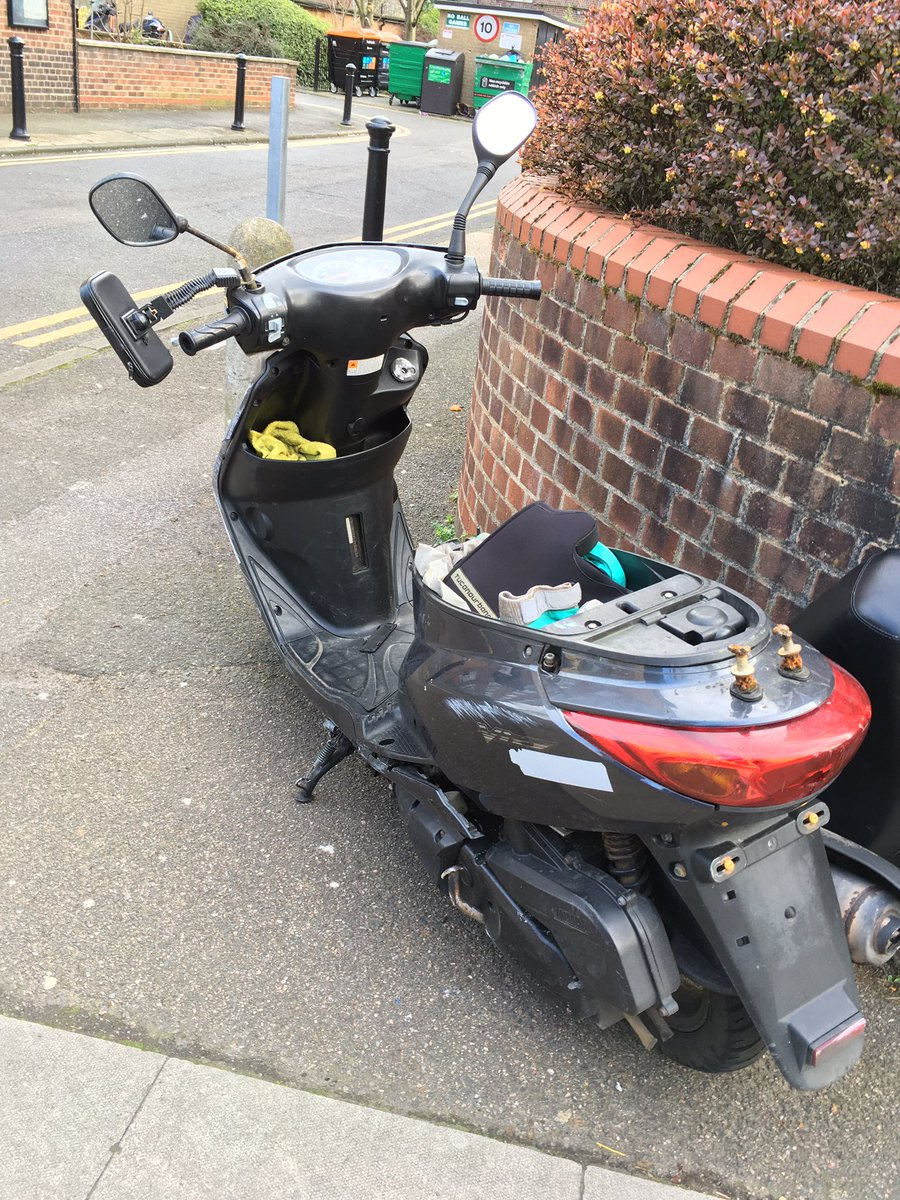 Found this #Stolen #moped today while out on patrol with @MPSStamfordHill  @MPSCazenove. Looking a bit of state, raised some suspicions- turns out it was robbed at knife point.   #CoppersNose #Hackney #moped #VehicleRecovery pic.twitter.com/coAKyRbxnr