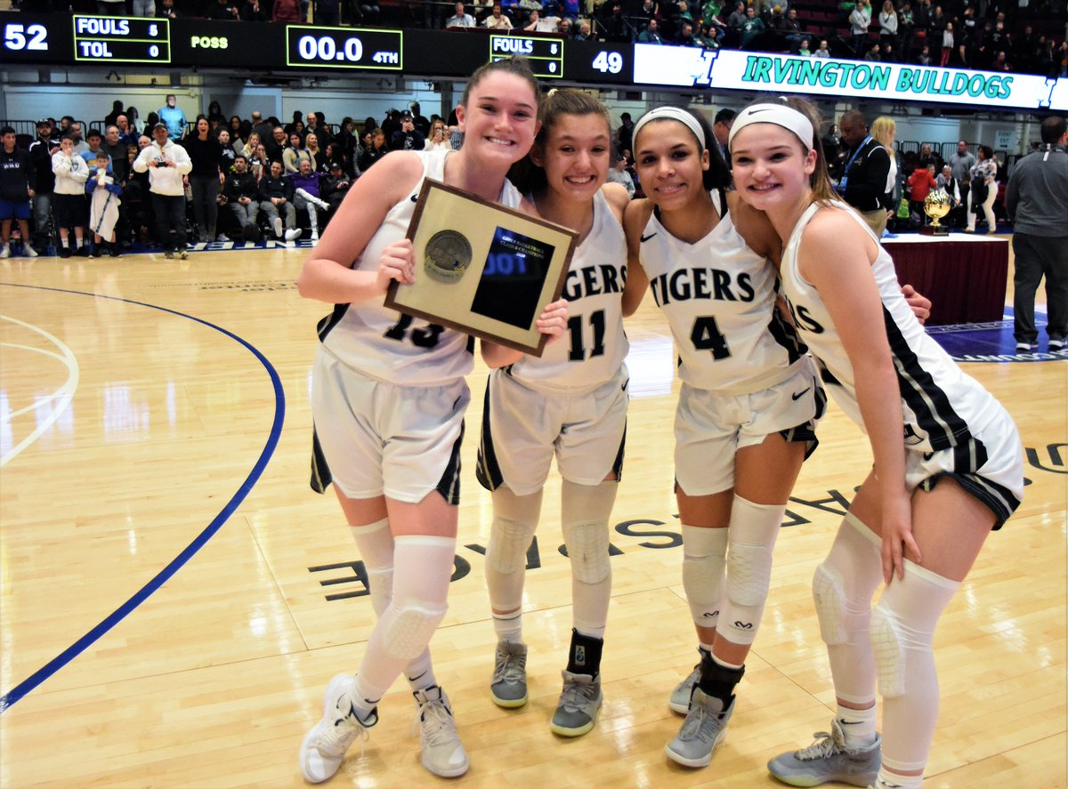 @PvVarsity @PVAthletics1 how 'bout them Tigers 1st sectional title in school history @ExaminerMedia luvs ya https://t.co/ym9iyHHra1