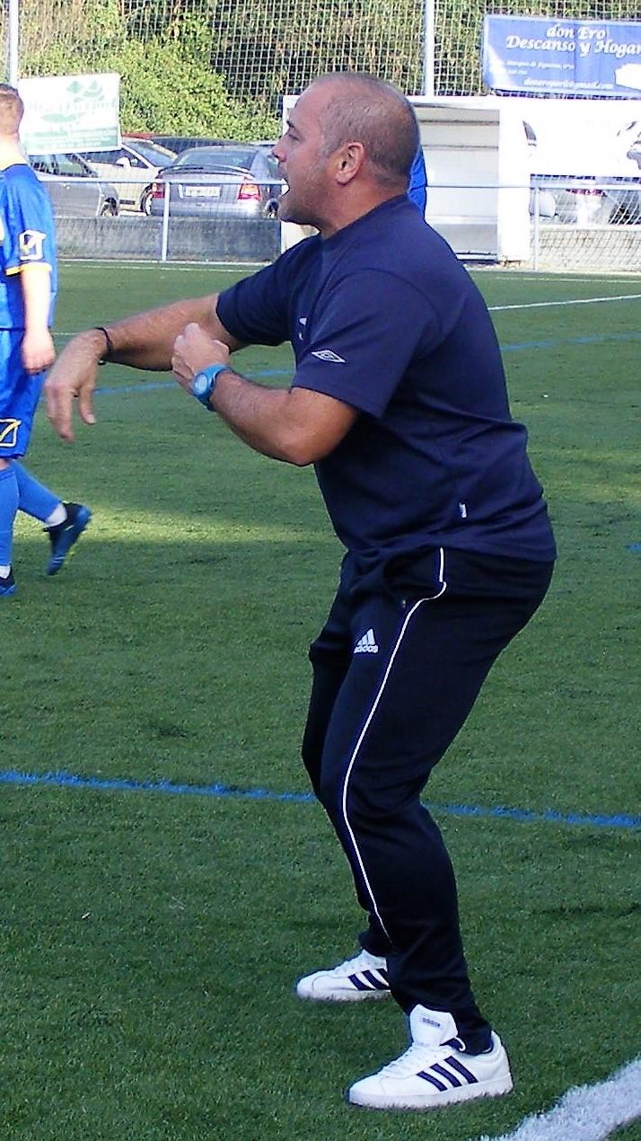 ADR Numancia de Ares. Miguel Carballeira, entrenador del equipo de aficionados.