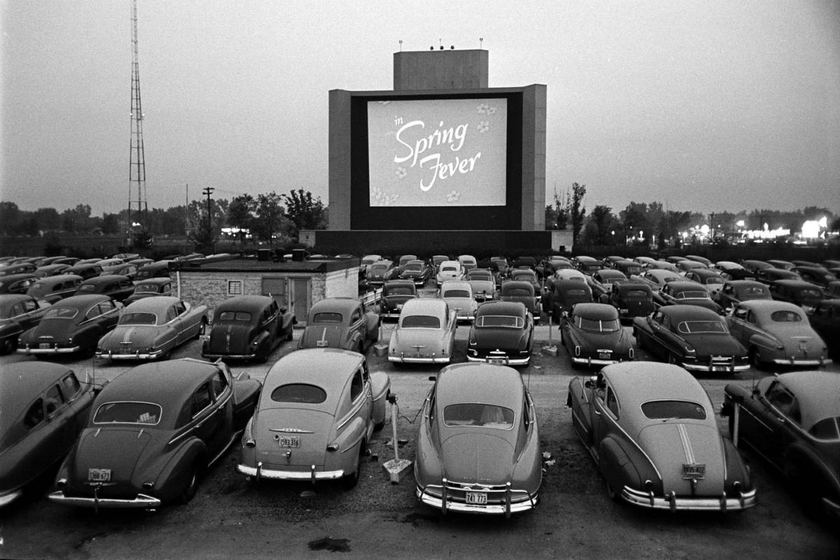 Hey,  what a good time for the  Drive-In Theaters to make a big come back. Just saying.  (Pay with some app of course) https://t.co/5qpscG3CNU