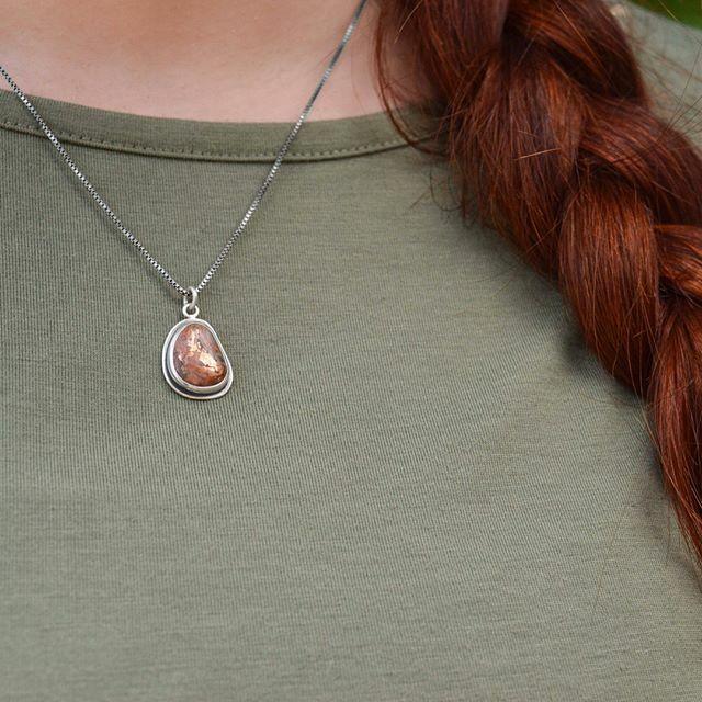 Channel healing and strength with this simple drop pendant.  . . . . . . . . . . . . #bethmillnerjewelry #natureinspiredjewelry #sterlingsilver #recycledsterlingsilver #handmadejewelry #madeinmichigan #slowfashion #shoplocal #puremichigan #handmade … https://ift.tt/2WyMWq7pic.twitter.com/HbZ3aMv5pj