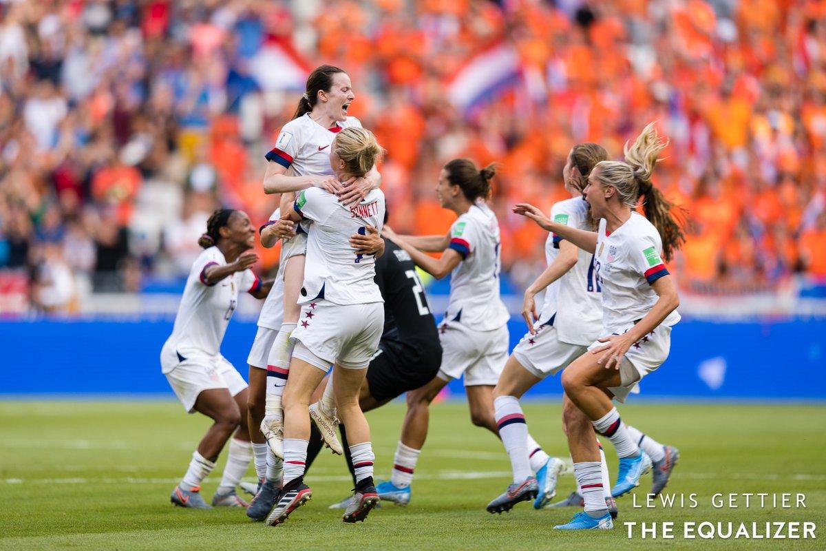 @LewisNC IT HAPPENED  📷: @LewisNC  #FIFAWWC #USANED #WatchWoSoFriday https://t.co/AvwAIBHp8C