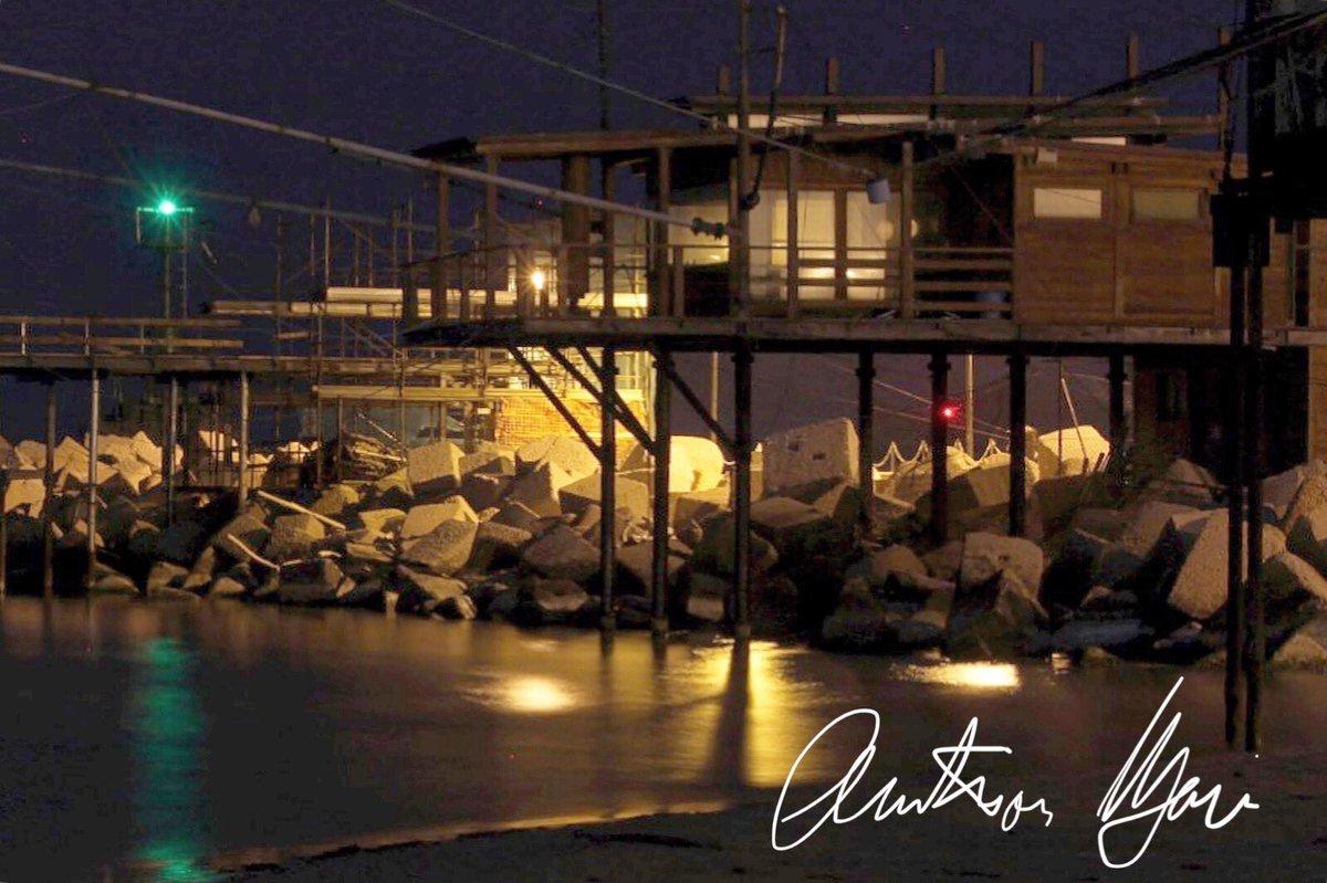 Addà passà à nuttat (E. De Filippo)  #stetvalacas #andràtuttobene #iorestoacasa #rainbow #andratuttobene #italia #love #italy #fotonotturna #nightphotography #bestnightpics #nightphoto #andràtuttobene#abruzzo #travel #travelphotography #travelgram #sea #maredinotte #traboccopic.twitter.com/DlytRRVl6O