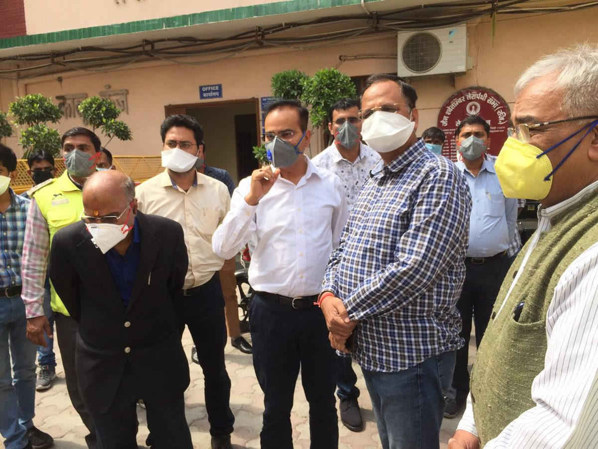 Delhi Health Minister @SatyendarJain visited the 3 facilities for quarantining people- IBIS, RedFox and Terapanth Bhawan to check the arrangements. He conversed telephonically with those quarantined & inquired about the adequacy of facilities being provided. #DelhiFightsCorona