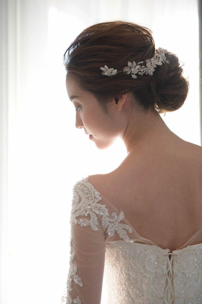 オシャレ花嫁必見 卒・花嫁から学ぶ 最新洋装ヘア特集 プレ花嫁の皆さま、髪型のイメージはお決まりですか https://www.bienveil.com/sanjou/blog/9692/…  ヘア打ち合わせを控えていらっしゃる皆さまに、今人気なヘアスタイルをご紹介  #ヘアメイク #卒花嫁 #プレ花嫁 #結婚式準備 #新潟 #結婚式 #ブライダルpic.twitter.com/34UhJrINJP