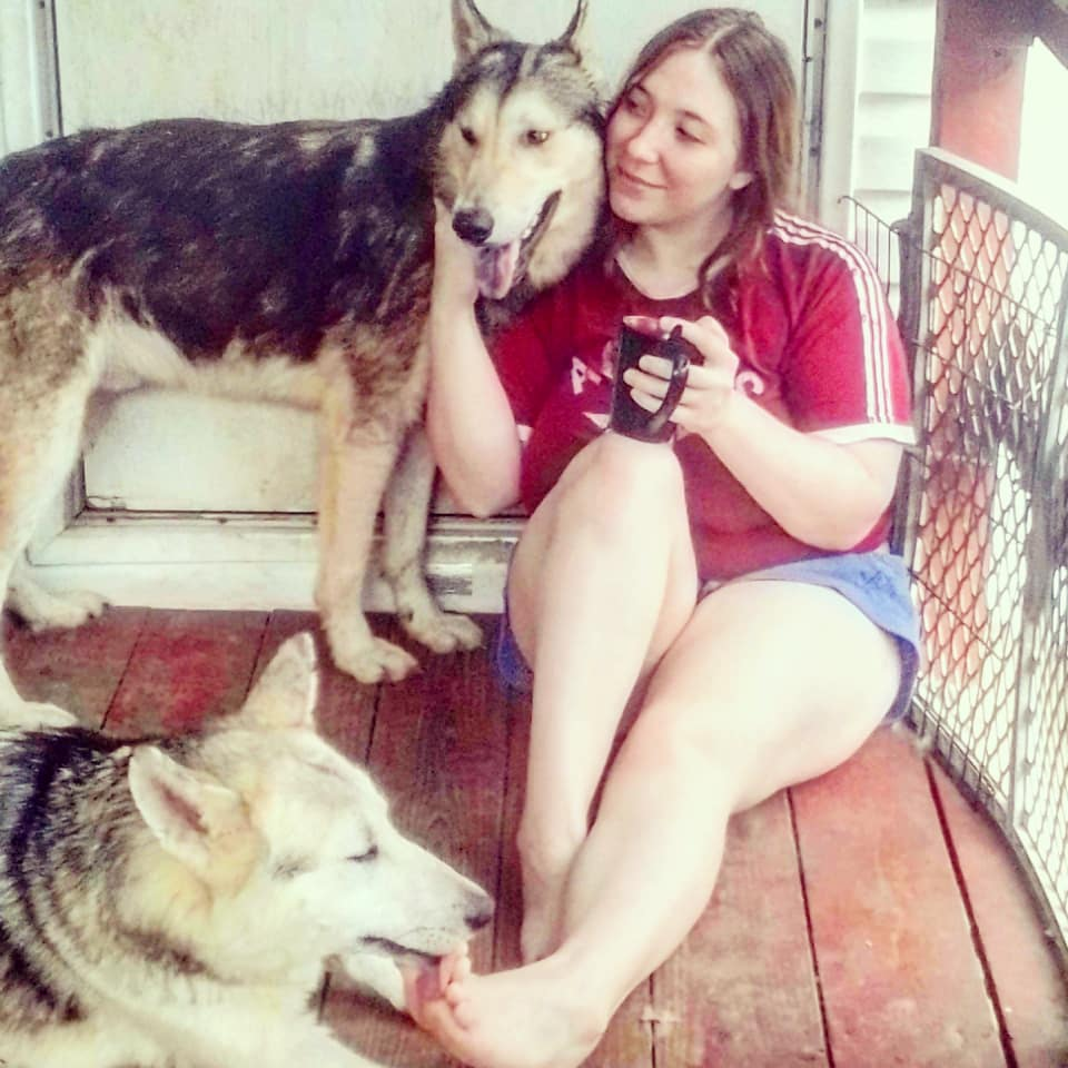 Just some morning coffee with my puppies getting a pedicure and some snuggles #americanwolfdog #wolfstagram #wolfdogcommunity #texaswolfhybrids #wolf #wolfdog #wolfdogsofig #wolfdogsoftexas #realwolfdog pic.twitter.com/SE3EoUd74X
