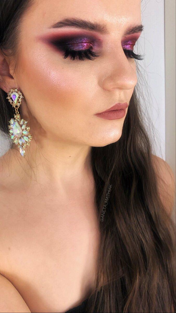 Brows: @ABHcosmetics #dipbrowgel in ebony Eyes: @ABHcosmetics #amrezypalette x #carlibybelpalette  Lips: @HYIMJEN @GerardCosmetics #lipliner cher x #hydramatte mile high @norvina1 @AnastasiaBHpr #abhbrows #anastasiabrows #abhxamrezy #abhxcarli #makeuplook #wearebrows #abhprsearchpic.twitter.com/FNPWo4nJRD