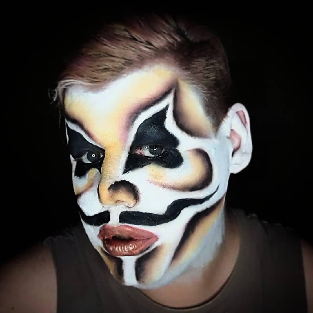 Today's face inspired by @DahliDelia from @bouletbrothers Dragula Using @MakeupRVLTN #revolutionxalexisstone palette @GiveFaceCos and @Snazaroopic.twitter.com/U6CuntMZSU