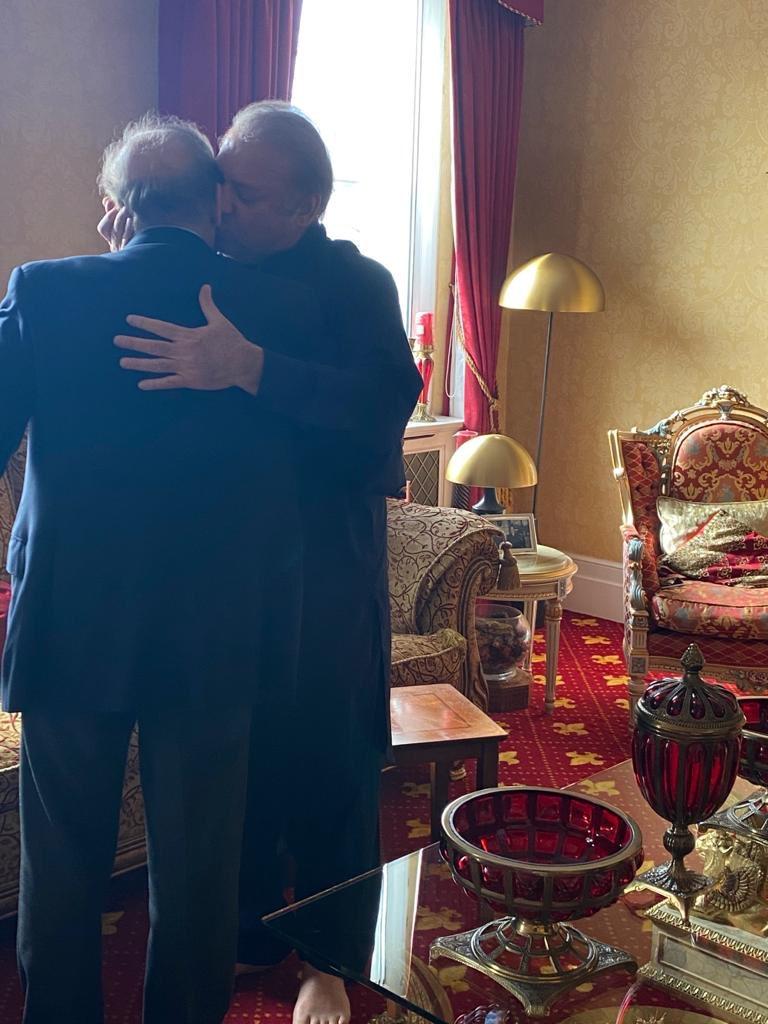 اللّہ آپ دونوں کو سرخرو فرمائے اور آپ کا حامی و ناصر ہو۔ پاکستان کے عوام کو آپ دونوں سے ہی امید ہے اور آپ ہی نے پاکستان کو سنوارنا ہے، انشاءاللّہ ❤️🤲🏼 https://t.co/EWPMRxTB5I
