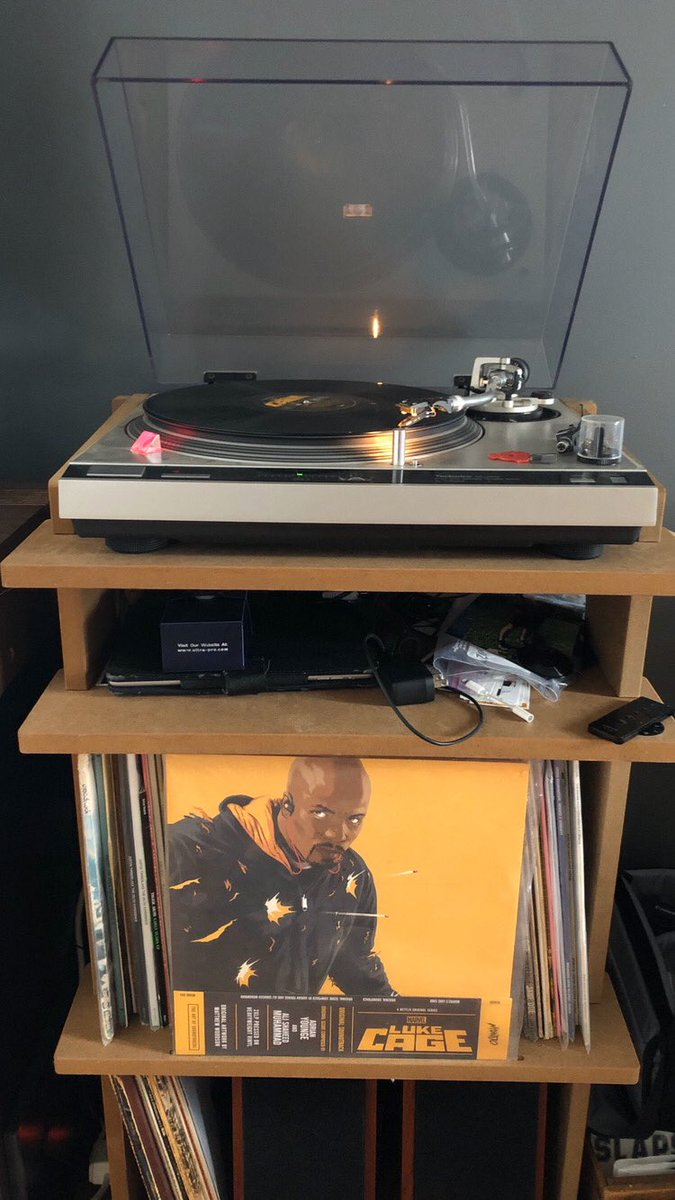 Next up on #RecordaDay is my favorite TV soundtrack. Luke Cage was amazing and this record was a great gift from @KT_Berrypic.twitter.com/LHsQ3mCVcM