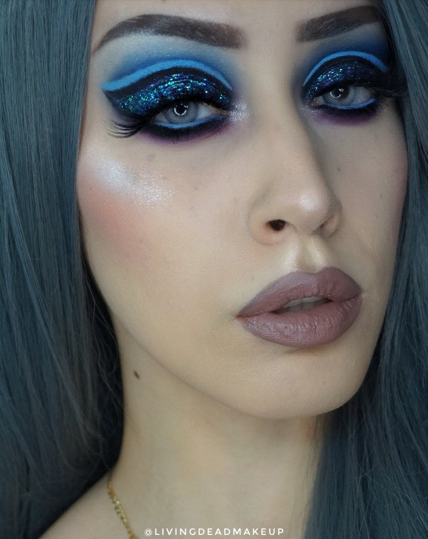Midnight bliss @ABHcosmetics @norvina1 vol 1 & 2 palettes @ColourPopCo creme gel liner in prance and glitterally obsessed in feel good @UrbanDecay stay naked foundation  @kvdveganbeauty studded kiss lipstick in greige  #makeup #mua #beauty #art #Colourpop #urbandecay #goth pic.twitter.com/cVl4ynJuIc